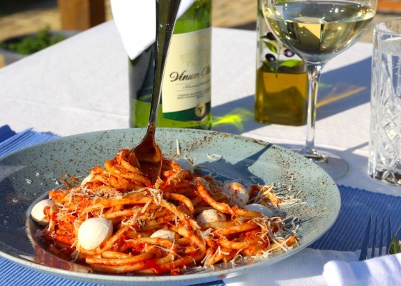 Cestoviny s mozzarellou a paradajkami