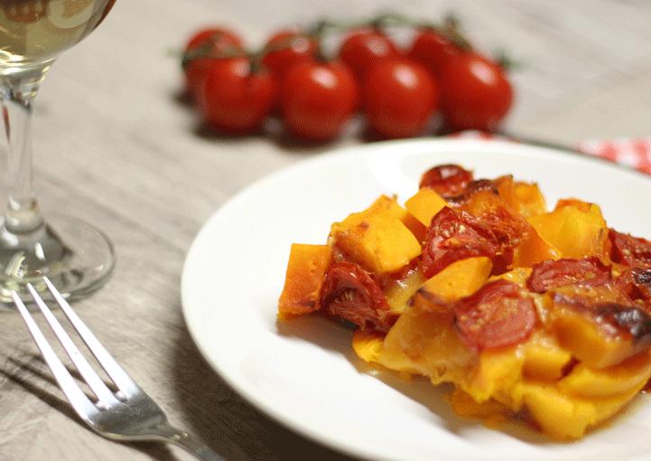 Pečená tekvica Hokkaido so sladkými cherry paradajkami